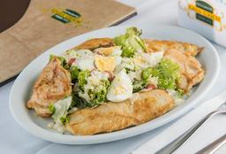 Iscas de Frango com Salada Caeser