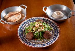 Falafel com Salada Alepo. Ganhe Meio Homus Com Torrada