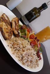File de frango com arroz sete grãos