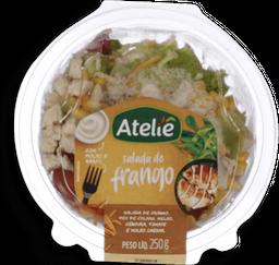 Salada De Frango, mix De folhas, milho, cenoura, tomate e Molho
