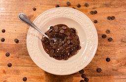 O Melhor Bolo De Chocolate com Calda de Brigadeiro