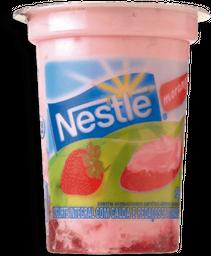 Iogurte Integral Com Calda E Pedaços De Morango Nestlé 150 g