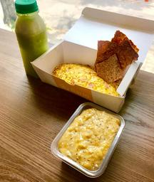 Omelete + Banana Amassada com Aveia, Mel e Chia