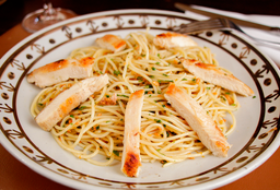 30 - Espaguete com Frango Grelhado