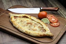 2 por 1 - Pidé de carne com mussarela ou dois queijos