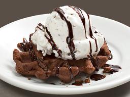 Waffle Brownie e Sorvete