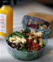 Salada de Pistache e Água de Frutas