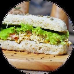 Sanduíche de Frango Cremoso