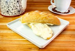 Pão c Manteiga e Requeij e Salad d Fruta