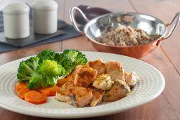 Salmão Grelhado + Arroz 7 Grãos + Brócolis Com Cenoura