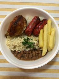 Arroz, feijão, linguiça e frango