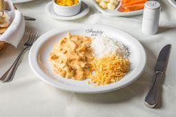 Estrogonofe de frango com batata palha e arroz branco