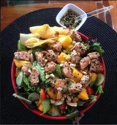 Salada Tropical Salmão