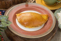 Pastel de peito de peru com queijo minas