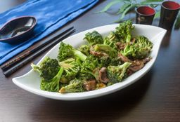 Carne Fatiada com Brócolis