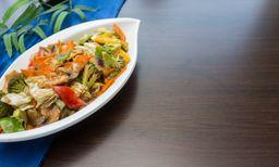 Carne Fatiada com Legumes e Cogumelos