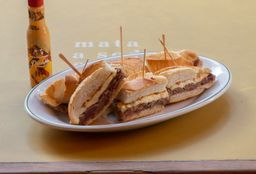 Sanduíche de Mignon com Queijo