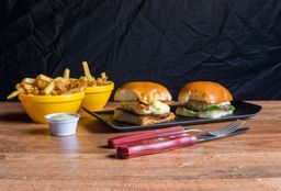 Combo 2 Burgers + Batata Frita + Coca-Cola Lata 220 mL