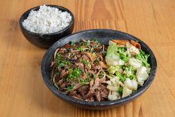 Gyuniku bosu yoshi-acompanha legumes salteados no azeite e gohan