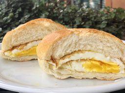 Pão com ovo