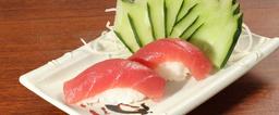 Dupla de sushi de atum