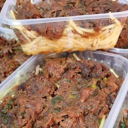 Carne de panela com macarrão de arroz