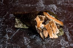 Temaki salmão skin (corte em tiras)