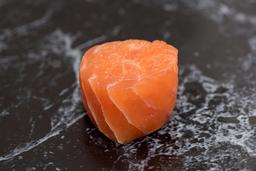 Enrolado de salmão com salmão