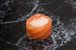 Enrolado de salmão com peixe branco