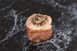 Enrolado de salmão com shimeji