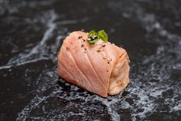 Enrolado de salmão grelhado