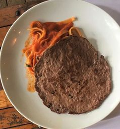 Bifinho Mignon com Spaghetti ao Pomodoro