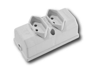 Plug 2P+T 3Saida 20A 250V Bc Fame