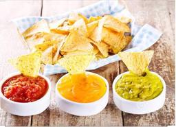 Trio de salsas com totopos