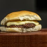 Pão com mussarela mais 1 hambúrguer