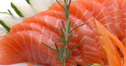 5 peças de sashimis de salmão