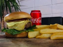 Combo Burgo Salad Burger + Refri + Batata Canoa