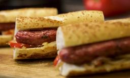 Sanduíche de Linguiça de Pernil