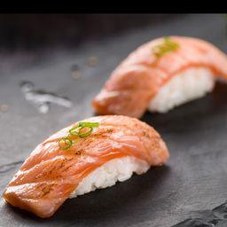 Nigiri selado de salmão