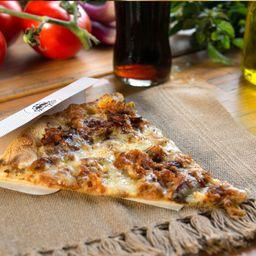 Pizza de Costelinha ao Molho Barbecue - Fatia