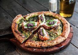 Pizza Pesto Caprese