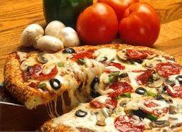 Pizza média  8 fatias 2 sabores com borda e refrigerante