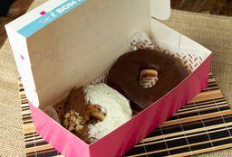 2 Donuts Recheados + 1 Bebida (Quente ou Gelada)