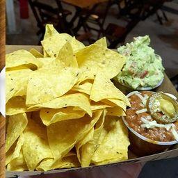 Nachos Combinados de Chilli com Carne e Guacamole
