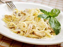 Frango com Fettuccini na Manteiga