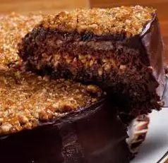 Fatia de Torta Brownie Crocante