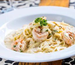 Espaguete com camarão e pupunha