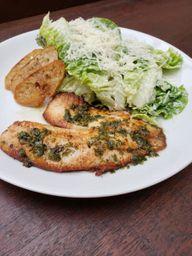 Tilápia com Salada Caesar