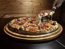 Pizza Grande de Bacon + Coca Cola 1,5L
