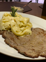 Salada Queijo de Cabra + Paillard de Mignon com Fettuccine